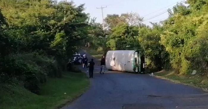 Mujer fallecida y 9 lesionados tras vuelco de autobús en San Vicente