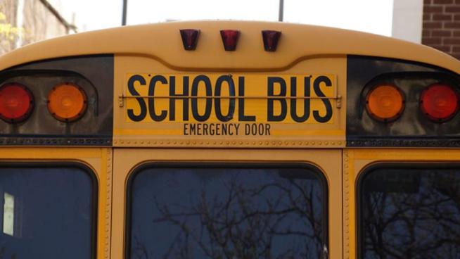 Bus con 26 niños a bordo vuelca en Estados Unidos