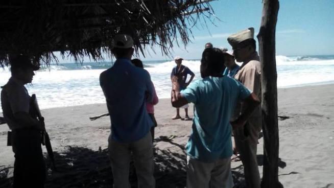 Joven fue arrastrado por las olas del mar en la Barra de Santiago