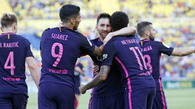 Barcelona golea a Las Palmas y quiere seguir luchando hasta el final por La Liga