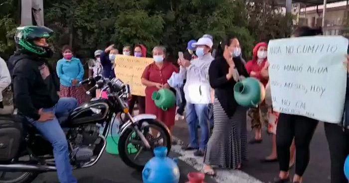 Cierran carretera en San Martin en protesta por falta de agua