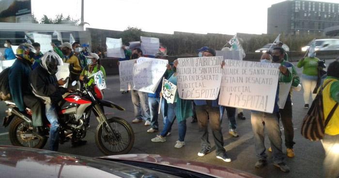 Sindicalistas bloquearon carretera Los Chorros en protesta contra Alcaldía de Santa Tecla