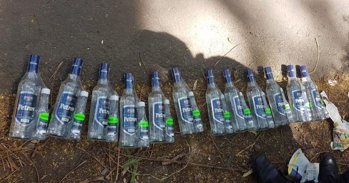 Incautan botellas de licor que transportaban clandestinamente en la Ruta 219