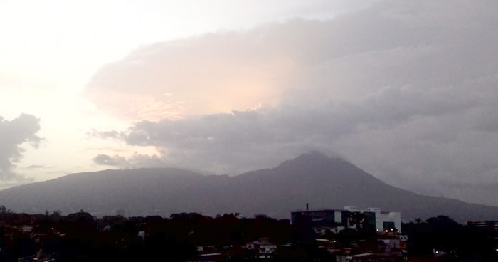 Paso de una Onda Tropical y un Flujo del Este favorecerán lluvias sobre el territorio salvadoreño