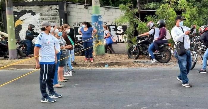 Cerraron Bulevar del Ejército para exigir pronta solución a inundaciones en colonia Santa Lucía