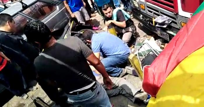 Motorista de Ruta 26 impacta a motociclistas y vendedores en San Salvador