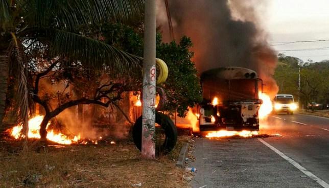 Autobus de la ruta 133 se incendia en la carretera a Comalapa