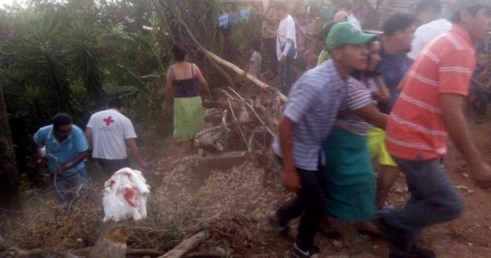 Autobús cae a un barranco dejando 4 personas fallecidas y más de 20 lesionadas