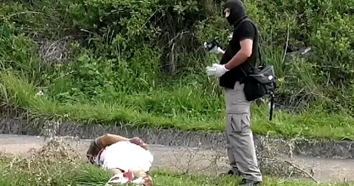 Cadáver de un hombre esposado fue encontrado esta tarde en redondel de Antiguo Cuscatlan