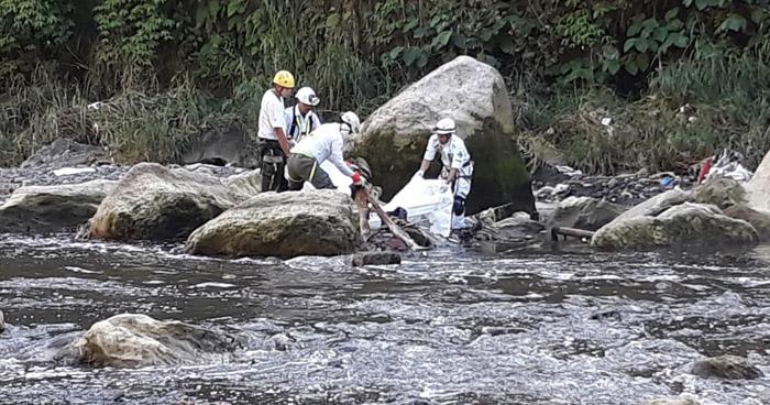 Hallan un cadáver al interior del río Tomayate cerca de una colonia en Apopa