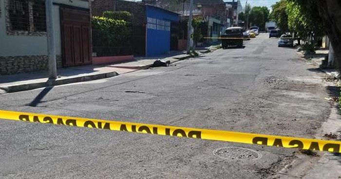 Hallan cadáver envuelto en bolsas en barrio San Miguelito de San Salvador
