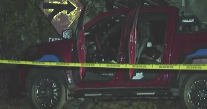 Abandonan cadáver de empresario dentro de un vehículo sobre carretera de Oro