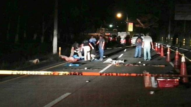 Encuentran cadáver de un hombre envuelto en sábanas sobre la carretera a Comalapa