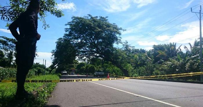 Encuentra cadaver envuelto en sabanas sobre la Carretera del Litoral en Santiago Nonualco
