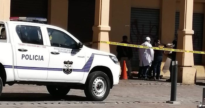 Muere hombre frente a la Plaza Libertad