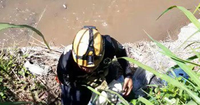 Encuentran cadáver flotando en río Acelhuate, en San Salvador