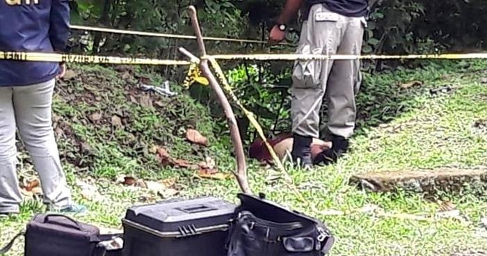 Encuentran cadáver envuelto en sábanas en carretera que conduce a Rosario de Mora