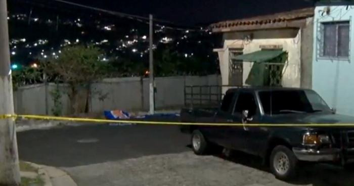 Abandonan cadáver de supuesto pandillero en colonia Los Andes de San Marcos