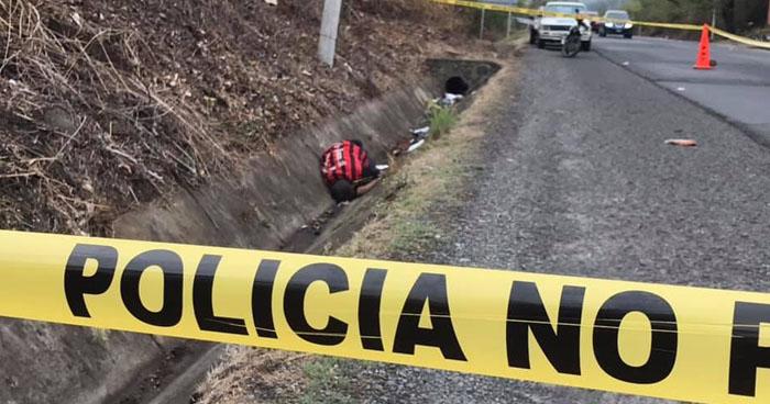 Hallan cadáver con 10 impactos de bala en carretera de Oro