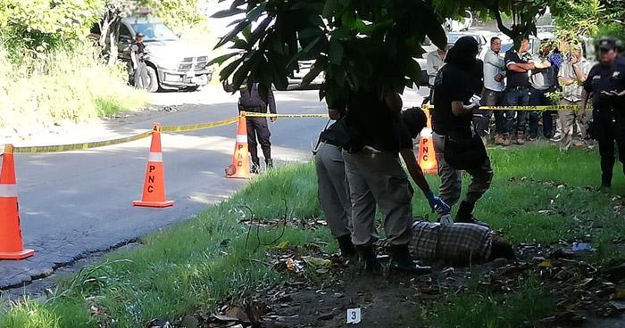 Encuentran cadáver en una bolsa en calle antigua a Soyapango en Ilopango