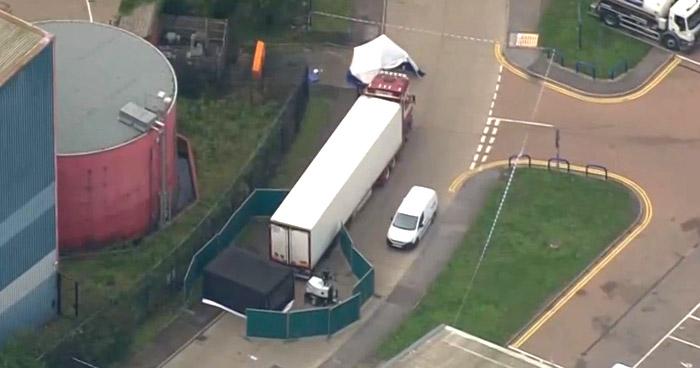 Encuentran 39 cadáveres el contenedor de un camión en Essex, Inglaterra