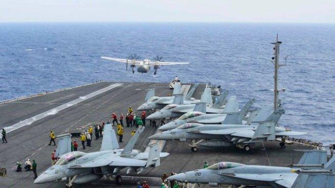 Avión de la Marina de Estados Unidos cae al mar con 11 tripulantes abordo
