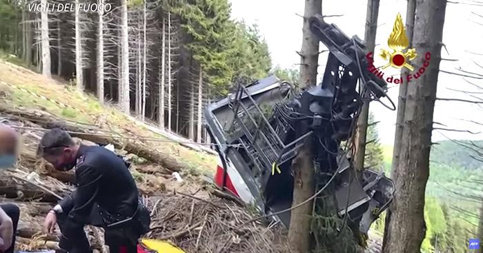 Trece muertos al caer un teleférico al borde del lago Mayor en Italia