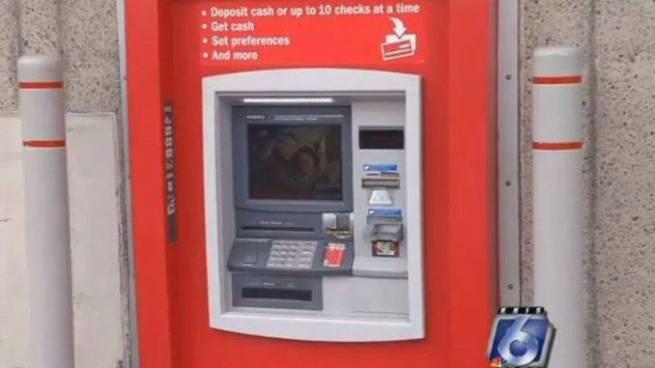 Hombre quedo atrapado dentro de un cajero automático