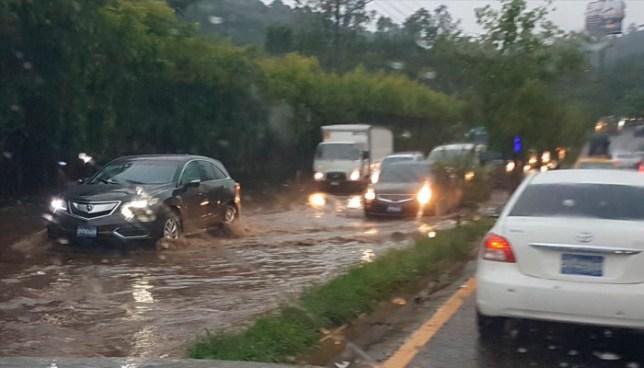 Fuerte lluvia en distintas zonas del país deja a su paso diversas calles inundadas