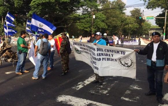 Calles cerradas por protestas en diferentes puntos de San Salvador