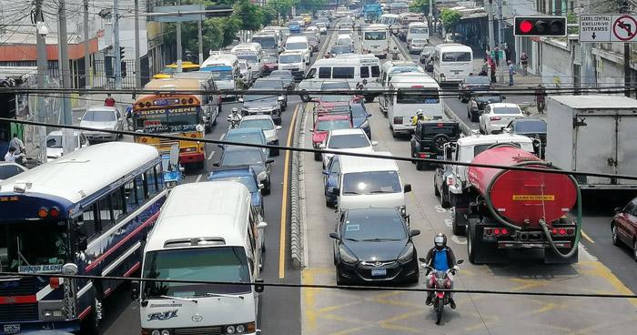 Calles congestionadas en plena cuarentena ante emergencia por COVID-19