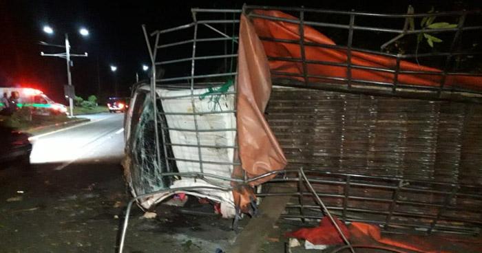 Al meno 15 lesionados deja aparatoso accidente en carretera a Comalapa