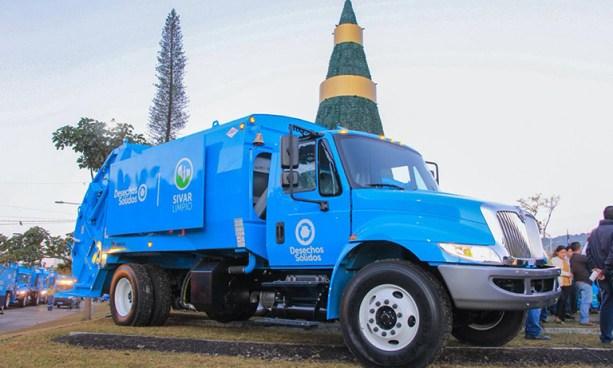 Entregan flota de más de 40 camiones a la Dirección General de Desechos Sólidos de San Salvador