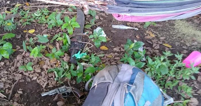 Pandilleros huyen y abandonan ilícitos en campamento de Tecapán, Usulután