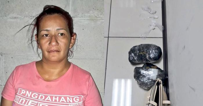 Arrestan a mujer que transportaba drogas en una cartera cuando transitaba por San Salvador