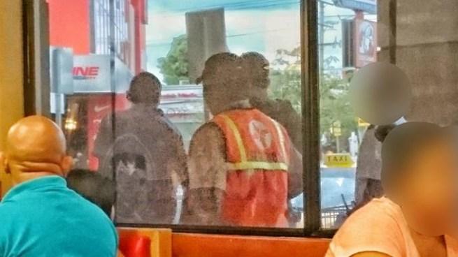 Arrestan a pandillero dentro de un restaurante de comida rápida en San Miguel
