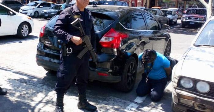 Capturan a ladrón en reconocido centro comercial de San Salvador