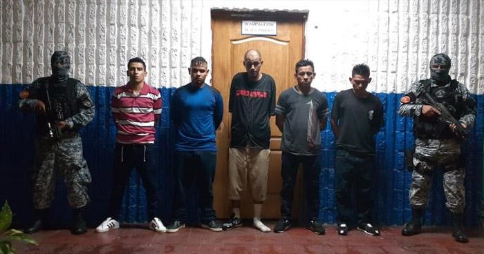 Arrestan a 5 pandilleros que delinquían en colonia de Soyapango