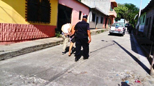 PNC incauta 131 porciones de droga y capturan a 9 pandilleros en San Vicente