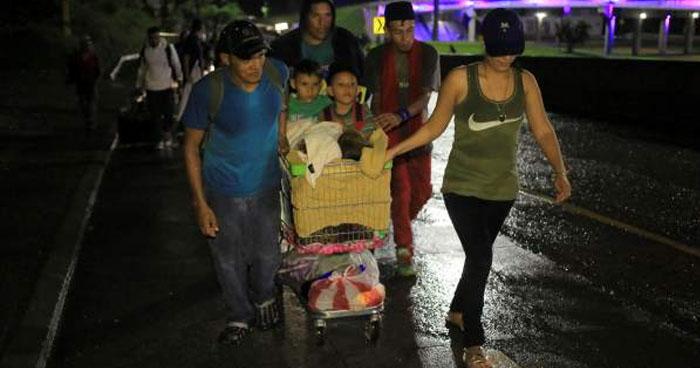 Nueva caravana de hondureños partió anoche y se dirige hacia Estados Unidos