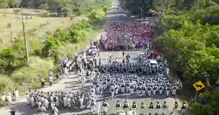 VIDEO   Así detuvieron la caravana de migrantes en México