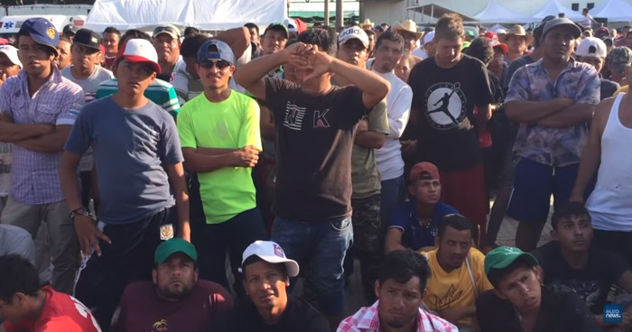 Caravana hondureña continúa su difícil camino por México hacia Estados Unidos