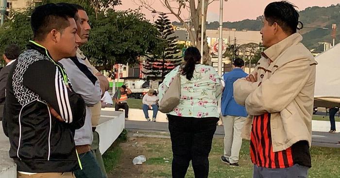 Nuevo grupo de salvadoreños se organiza para partir en caravana hacia EE.UU.