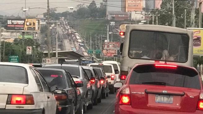 Empresarios de transporte privado piden no legalizar UBER