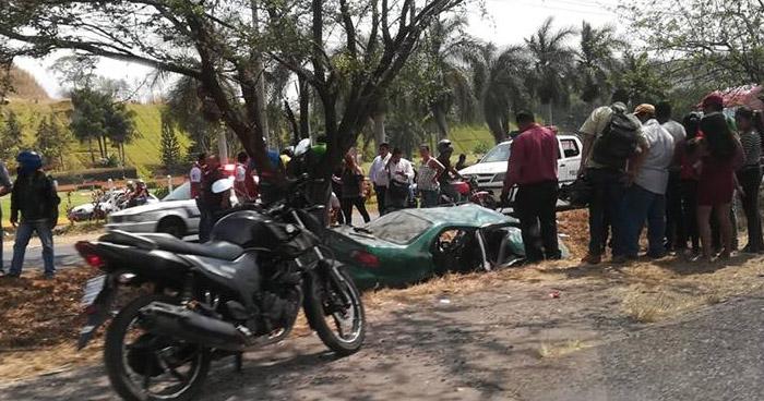 Pareja muere en grave accidente transito en la carretera de Oro en Soyapango