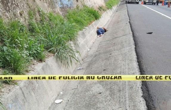 Encuentran cadáver sobre la carretera de Oro