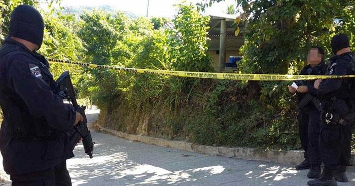 Joven fue sacado de su vivienda y asesinado en un pasaje de una colonia de La Paz