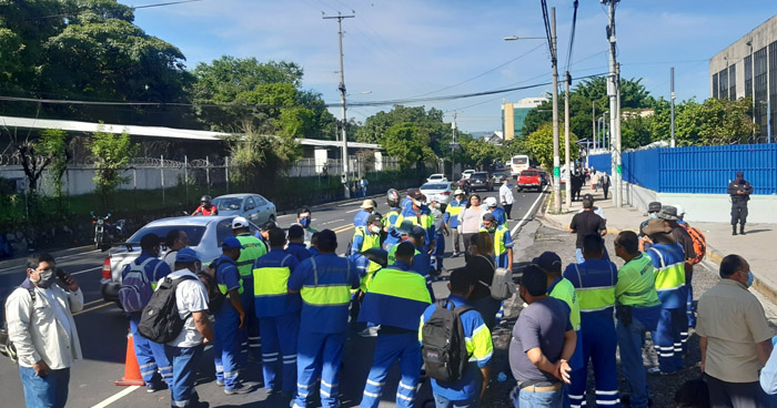 Cierran parcialmente el Bulevar Tutunichapa frente al Centro Judicial Isidro Menéndez