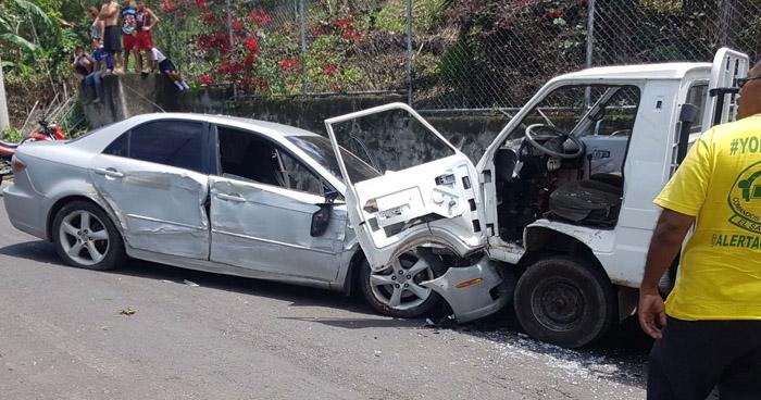 Un muerto y dos lesionados tras grave choque en carretera que conduce hacia Alegría, Usulután