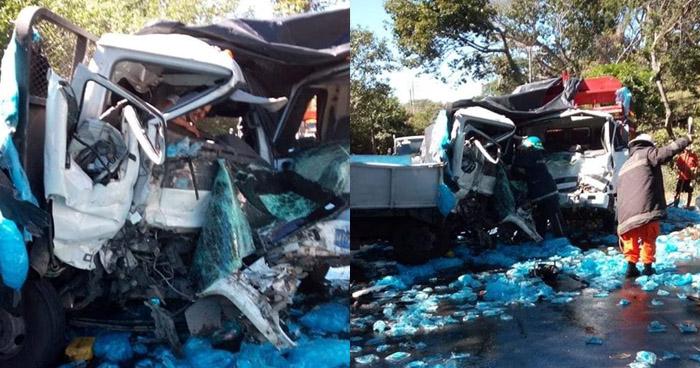 Un lesionado y cuantiosos daños materiales tras choque de camiones